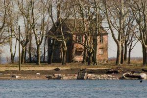 hart-island-abandoned-2